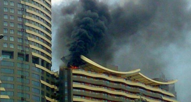 İstanbul'da Akasya AVM yangını Korkuttu