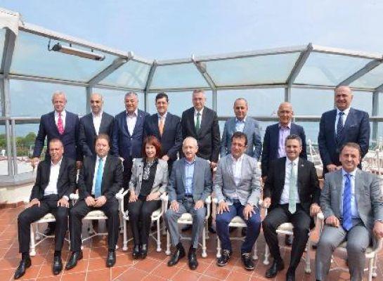 Kemal Kılıçdaroğlu İstanbul Chp li Belediye Başkanları ile Ne Görüştü !?