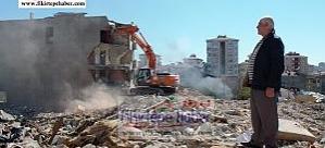 Evinin yıkımını seyreden Fikirtepeli ve kimi kesimlere göre yeni ''Çarıklı Milyonerler ..!''