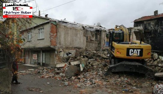 Kadıköy Belediyesi Fikirtepe'de metruk bir binayı yıktı
